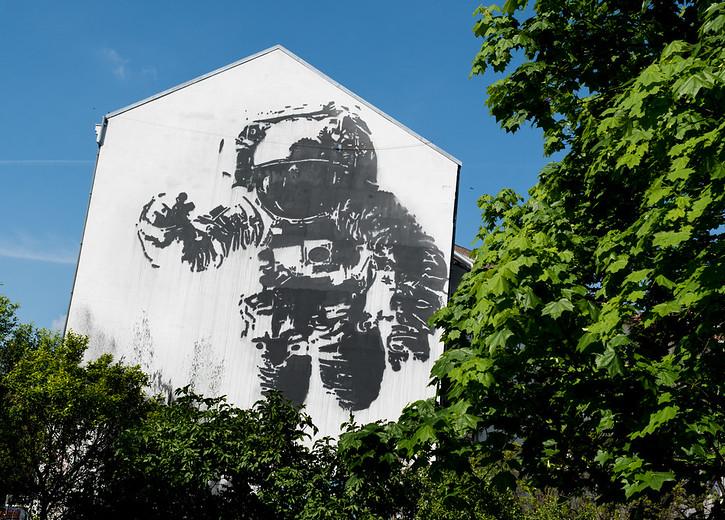 Picture of an astronaut on a side facade in Kreuzberg, Berlin